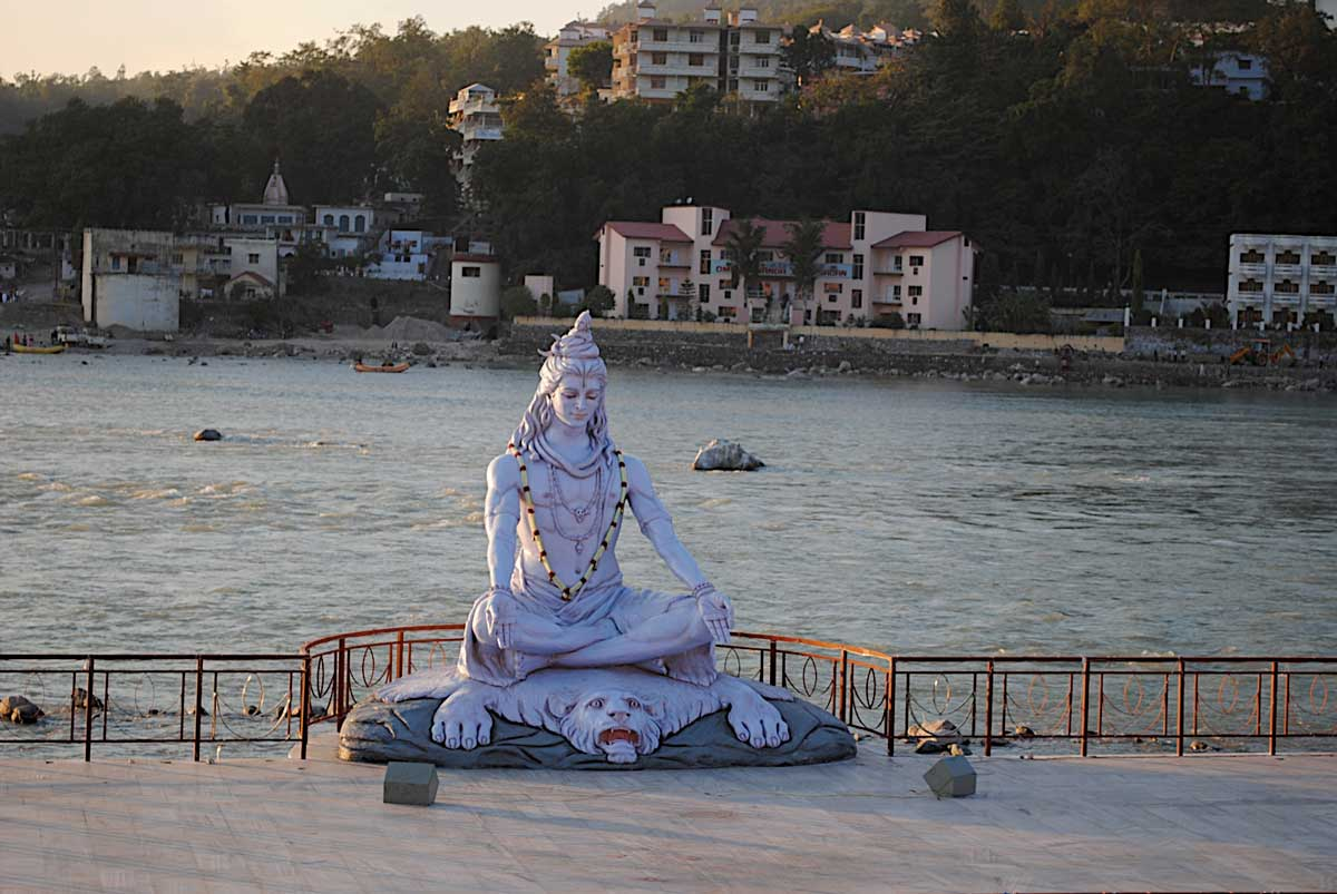 Yoga ashrams and hotels in Rishikesh