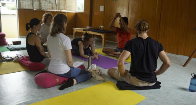 Йога мероприятие  Affordable 200 Hour Yoga Teacher Training Scholarships in Rishikesh India Ришикеш